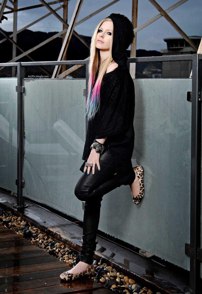 http://ax2pix.persiangig.com/image/Female%20celebrities/Avril/4/Avril_Lavigne_Ax2Pix.blogfa.com_2.jpg