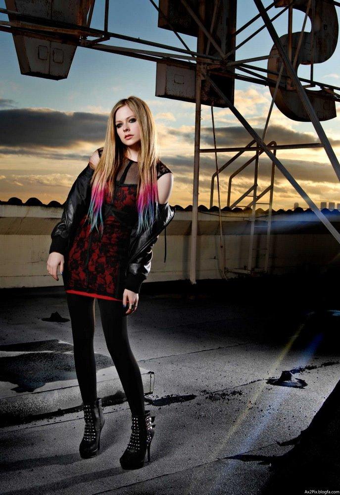 http://ax2pix.persiangig.com/image/Female%20celebrities/Avril/4/Avril_Lavigne_Ax2Pix.blogfa.com_5.jpg