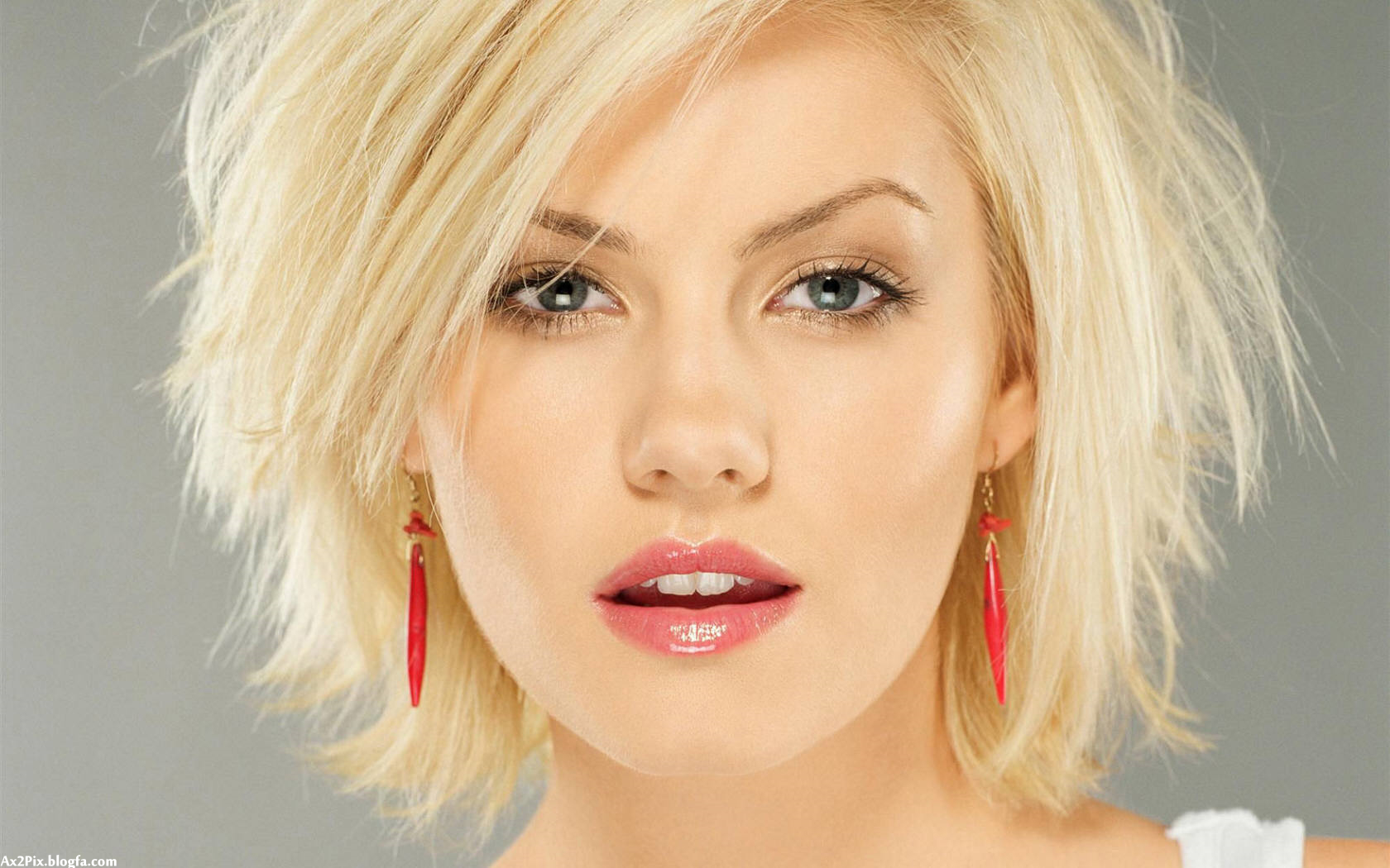 http://ax2pix.persiangig.com/image/Female%20celebrities/Elisha.Cuthbert/wallpaper-129935.jpg